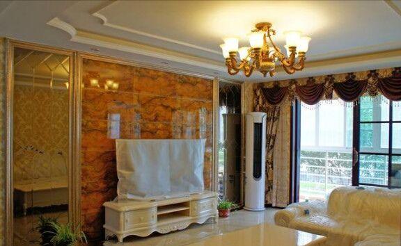 欧式风格立马展现出来了. 客厅电视背墙用的是微晶石,效果很满意!