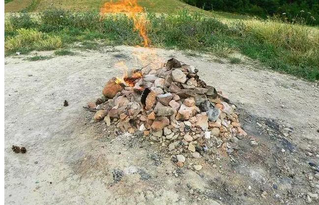 世界上最奇葩的火山,燃烧87年从未熄灭,游客还可以用它来烧烤?