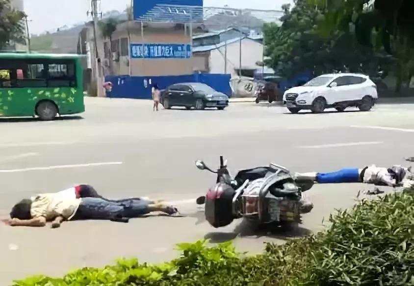 桂林突发惨烈车祸,脑浆都出来了!现场惨不忍睹