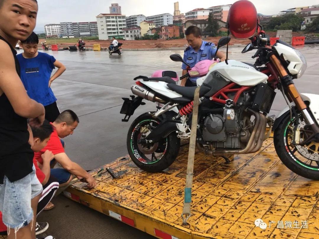 广昌扶贫干部夜访途中遇车祸受重伤 - 南昌新闻网