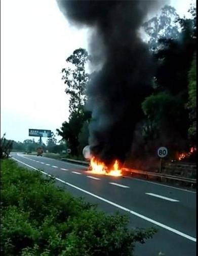 G85宜宾邱场处油罐车起火!火光一片并迅速蔓延!