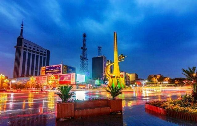 哈密人均gdp_去年新疆人均GDP破4万关口 今年经济总量将突破万亿元(2)