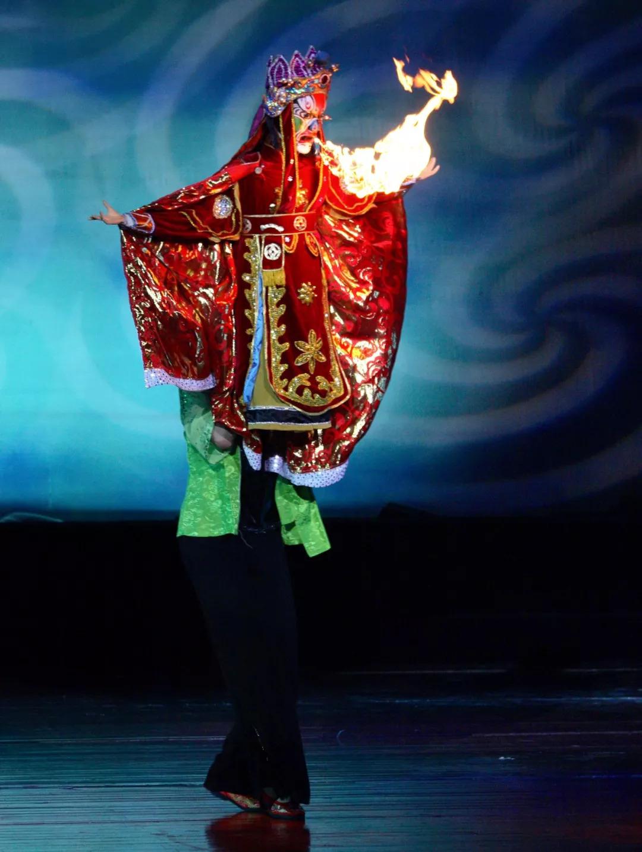 近距离了解传统戏曲川剧,尤以文生、小丑、旦角的表演最具特色