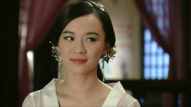 霍思燕版的苏妲己感觉就是一个很普通的官家夫人,既无妖气也无仙气