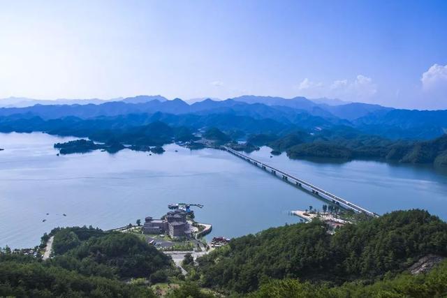 千岛湖这条路承包了它99%的美,傍山临湖、绿树成荫、秀丽多姿!
