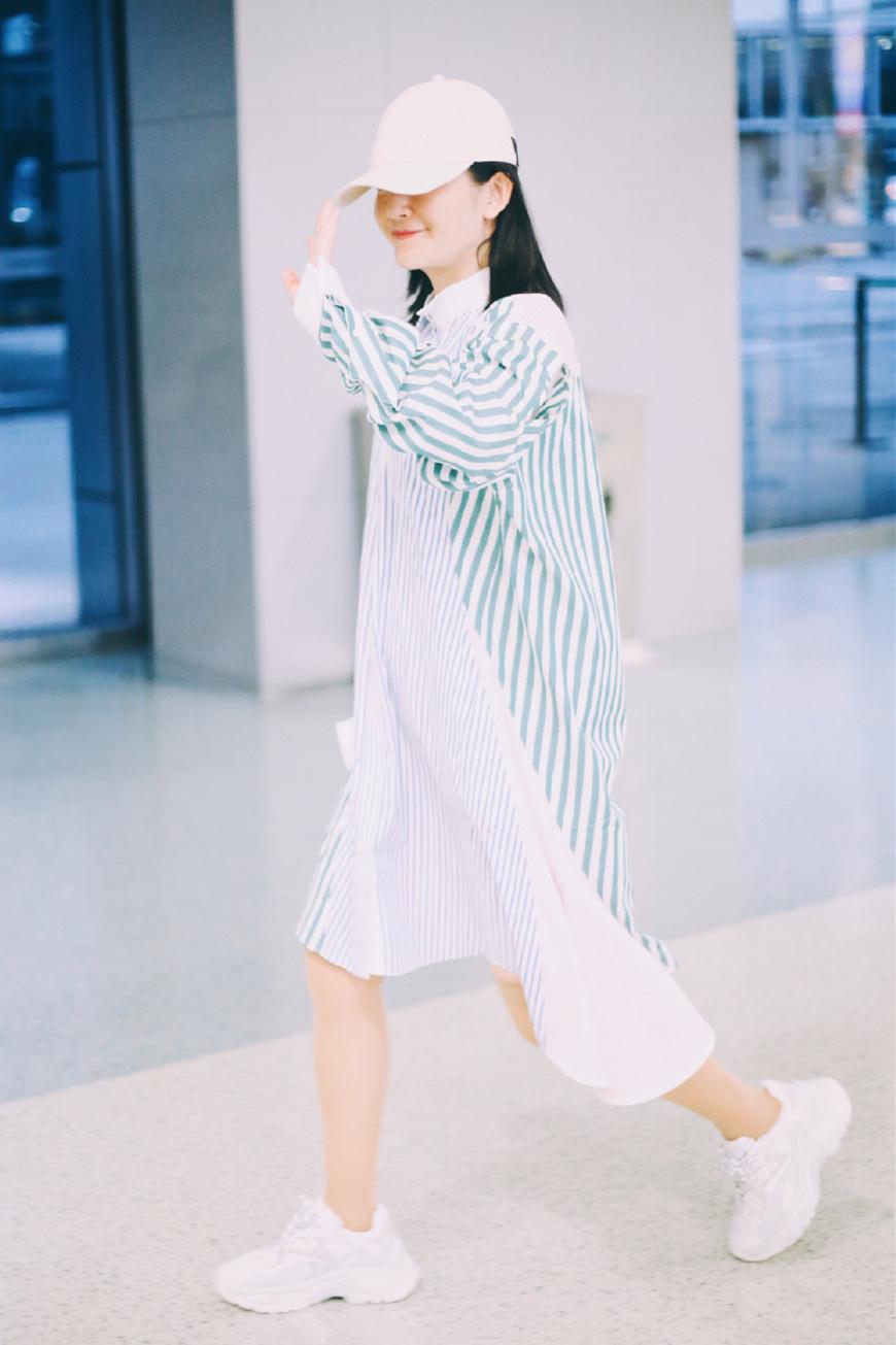 一条6000块的衬衫裙,让谢娜硬是从37岁穿回了17岁,这钱花的值