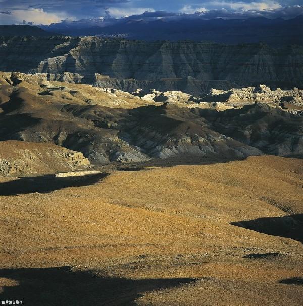 西藏这片神奇地貌媲美美国科罗拉多,还藏有百万年前的风光