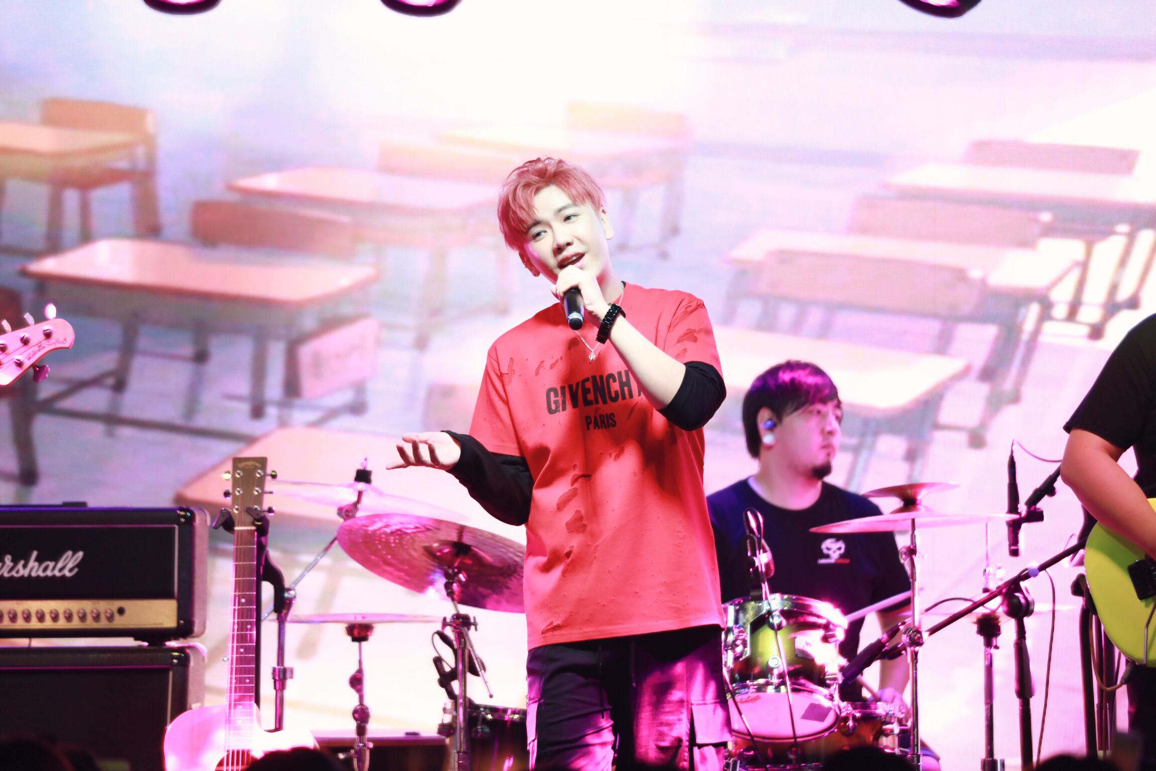 """陈骁生日会温情举办 现场告白粉丝""""想把我唱给你听"""""""