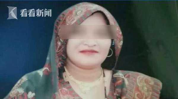 印度女子被蛇咬,丈夫疯狂泼粪盖住排毒,使其活活闷死!