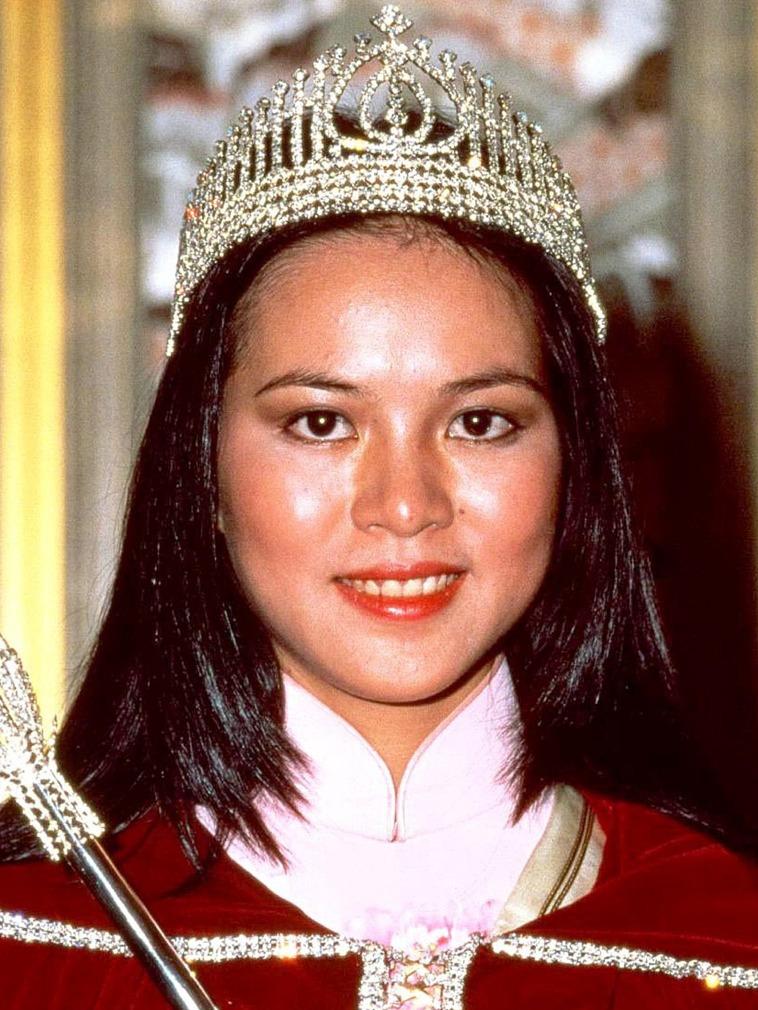 1979年香港小姐冠军郑文雅.她是第一个拍摄全裸写真集的港姐.