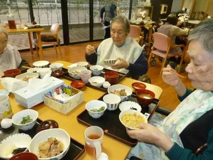 日本老龄化逐渐加重,日本介护成为最稀缺的职业!