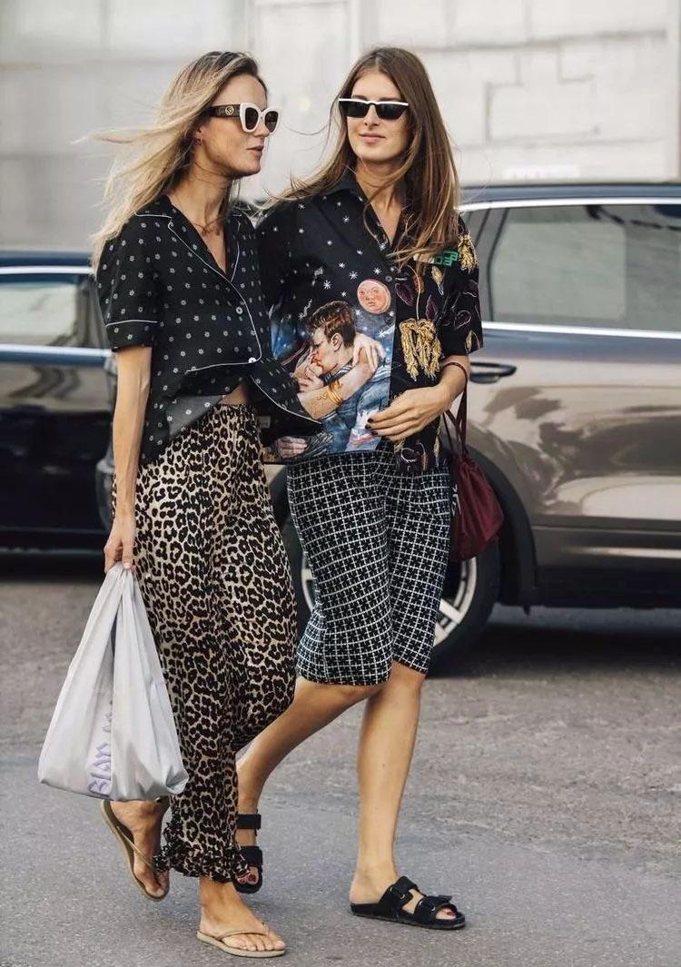 欧美时尚街拍,街头的美女们穿的都很有特色