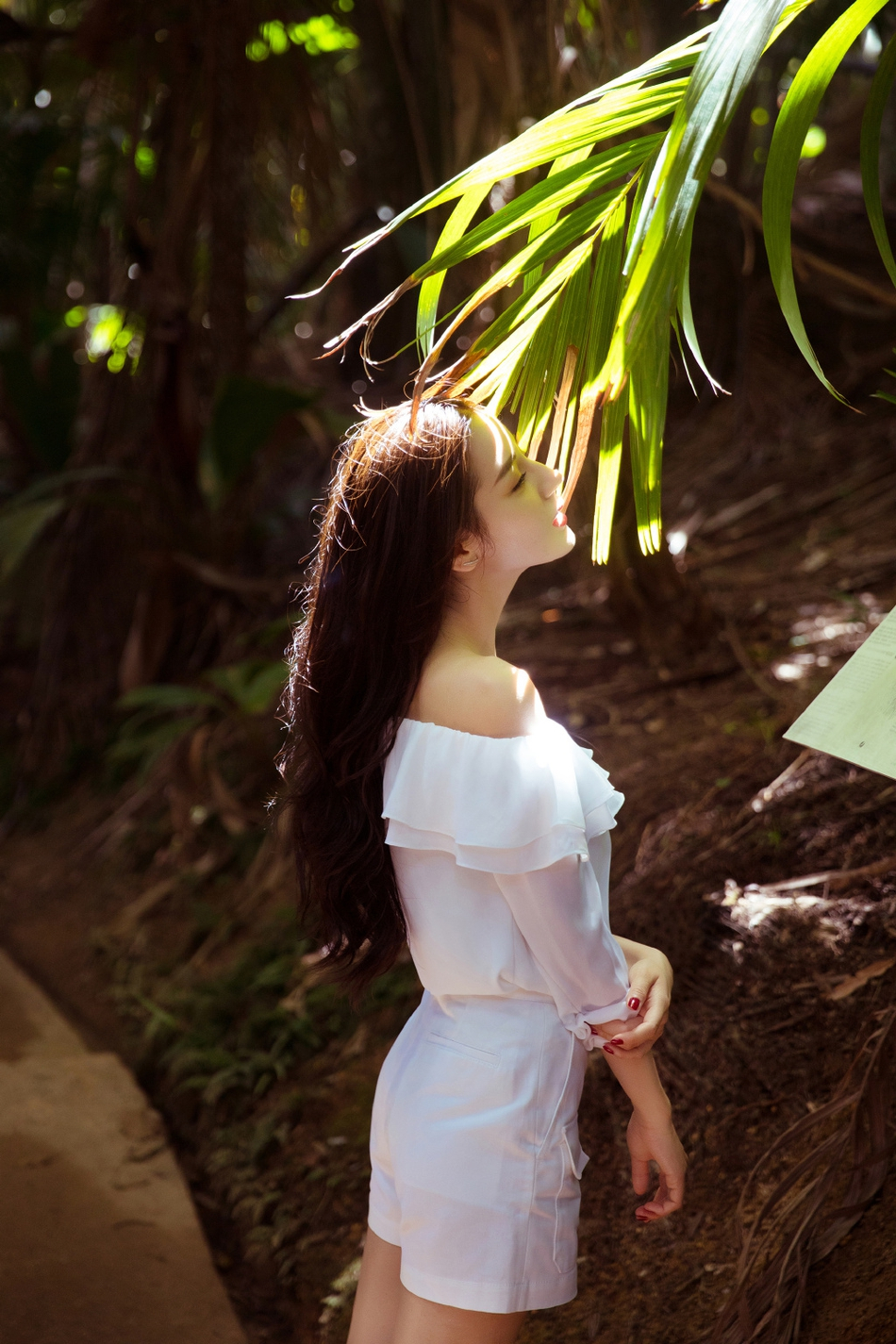 热巴漫步热带雨林 长发飘飘宛若小精灵 风格偶像 图4