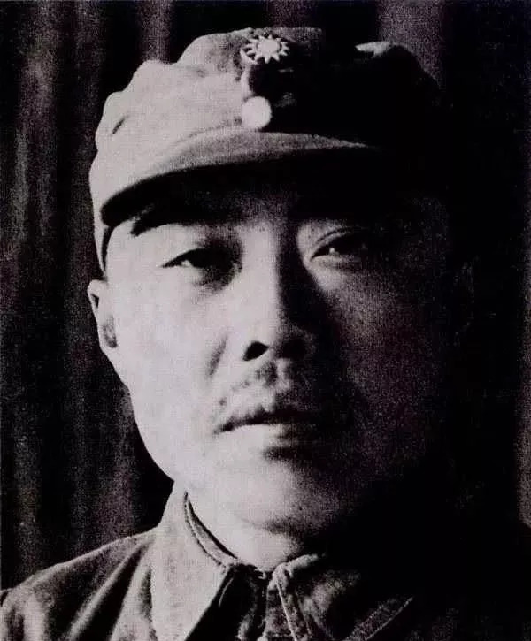 此人曾两次将毛主席手中的兵权夺走,后果如何