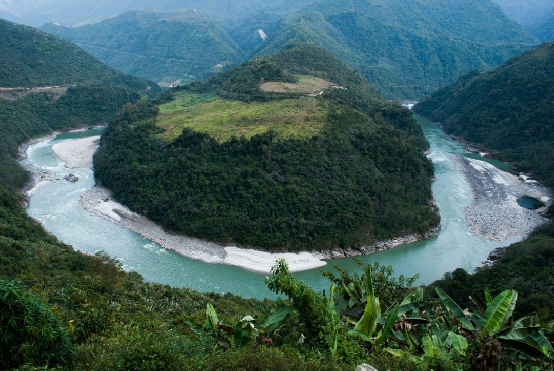 中国最险公路终于通车,沿途风景太美了
