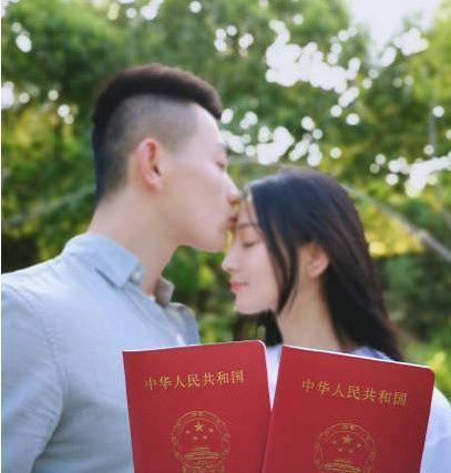 邓超孙俪误闯张馨予婚礼,脱口而出的9个字,暴露与张馨予关系