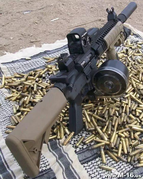 军事 正文  苏联rpk班用轻机枪也可以使用一种75发弹鼓,因为m43步枪弹