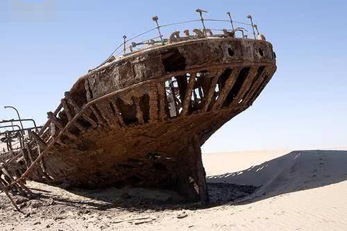 干旱的沙漠惊现货船,到底从何而来?连专家都无法解释