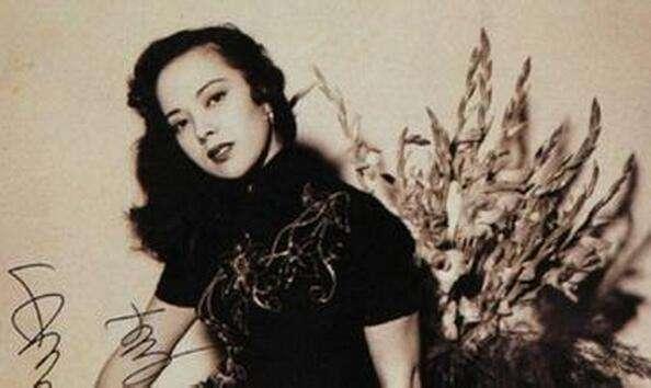 李香兰原名山口淑子,后来认父亲的中国朋友为养父,改名为李香兰