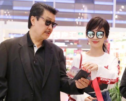 """曾是80年代香港""""影坛一姐"""",二婚嫁中年男,如今64岁身材似少女"""