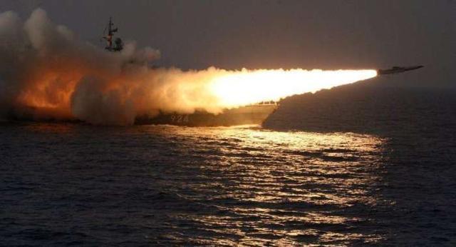 不顾美军警告!俄多枚导弹齐射,击沉两艘军舰,美军舰急忙后撤