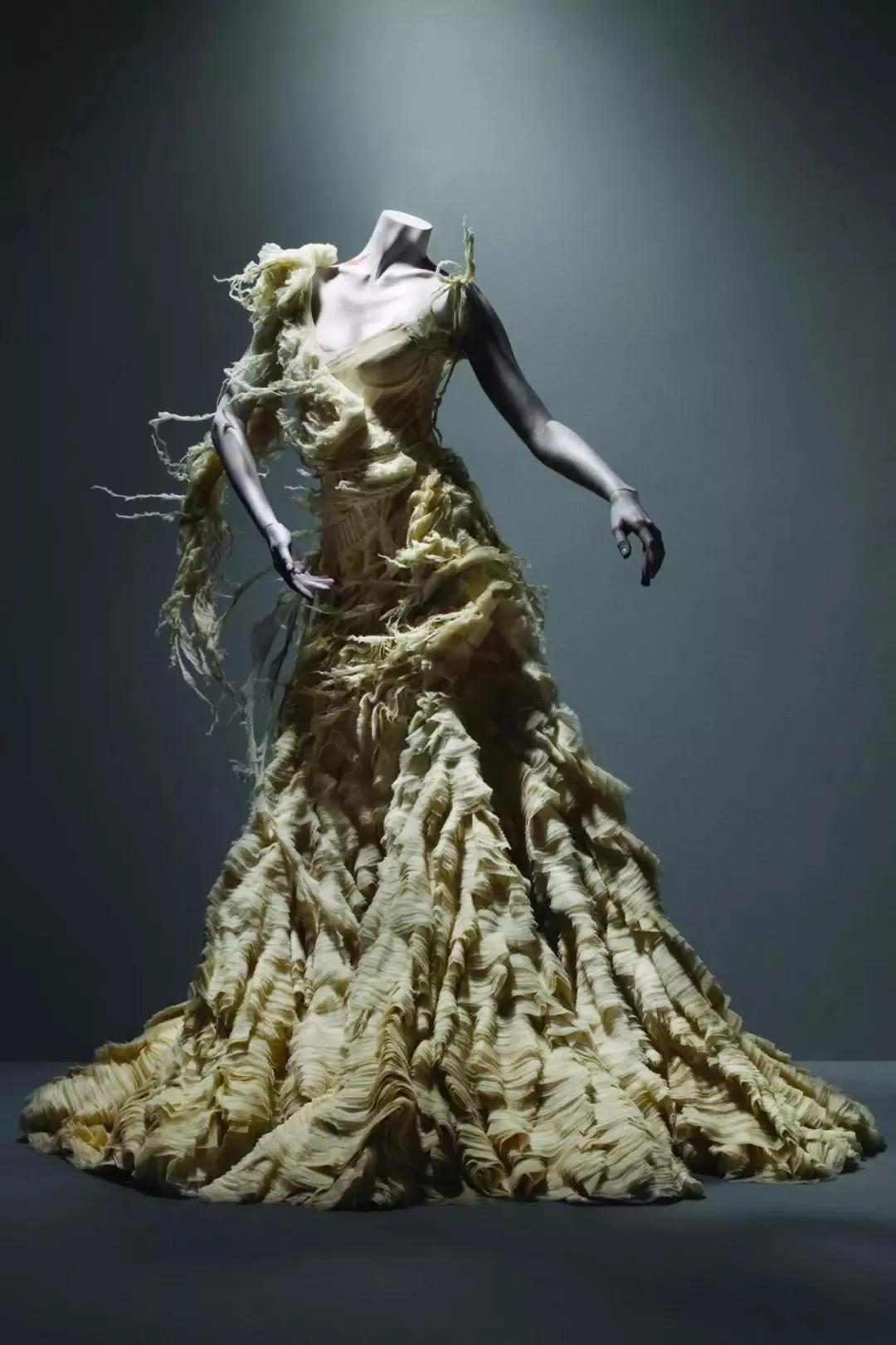 二次元的死亡发髻…三次元的断运Chanel…神到让人莫名恐惧!