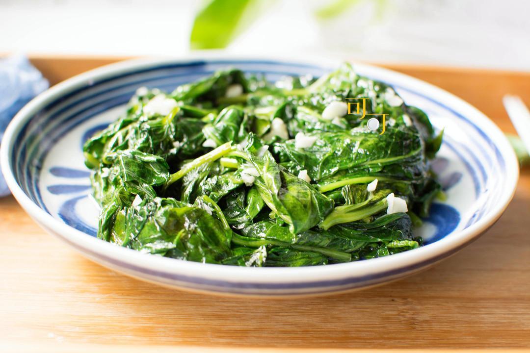 注意这点,空心菜炒起来才不发黑,秋天多吃绿色蔬菜,补充维生素