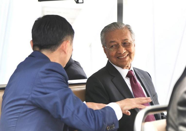马哈蒂尔被自己人打脸?马来西亚内阁否认取消900亿的中资工程