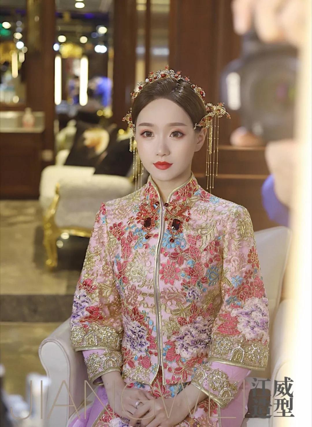 婚礼跟妆必备造型,好看的中式新娘发型