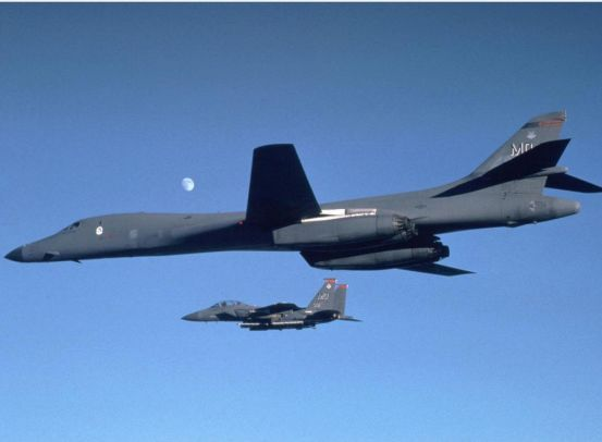 美军机六闯南海,中国打出一套组合拳反制美军,让美机销声匿迹