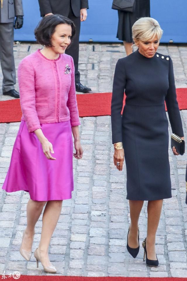 携版_法国总统访携夫人访问芬兰,老妻少夫与老夫少妻同,画面喜感