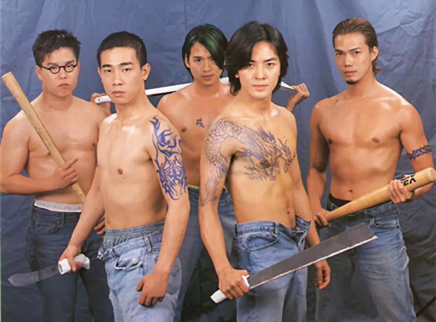 陈浩南这个历史悠久的黑帮纹身叫过江(肩)龙,含义是人在江湖如猛龙过