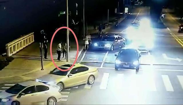 8月27日晚,在江苏省昆山市震川路与顺帆路交叉路口,一辆宝马车与一辆
