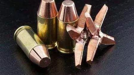 澡逼人体_所以为了防止子弹穿透人体伤及无辜,警用的枪械大多使用\
