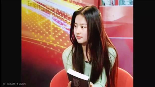 刘亦菲15岁旧照曝光 对着镜头抹眼泪惹人心疼 风格偶像 图6