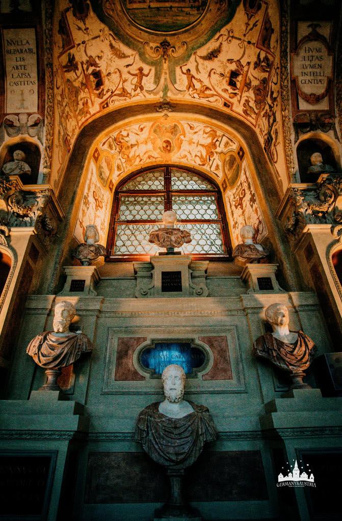 在金碧辉煌的德国慕尼黑王宫里,中国人看到这个心情有些复杂