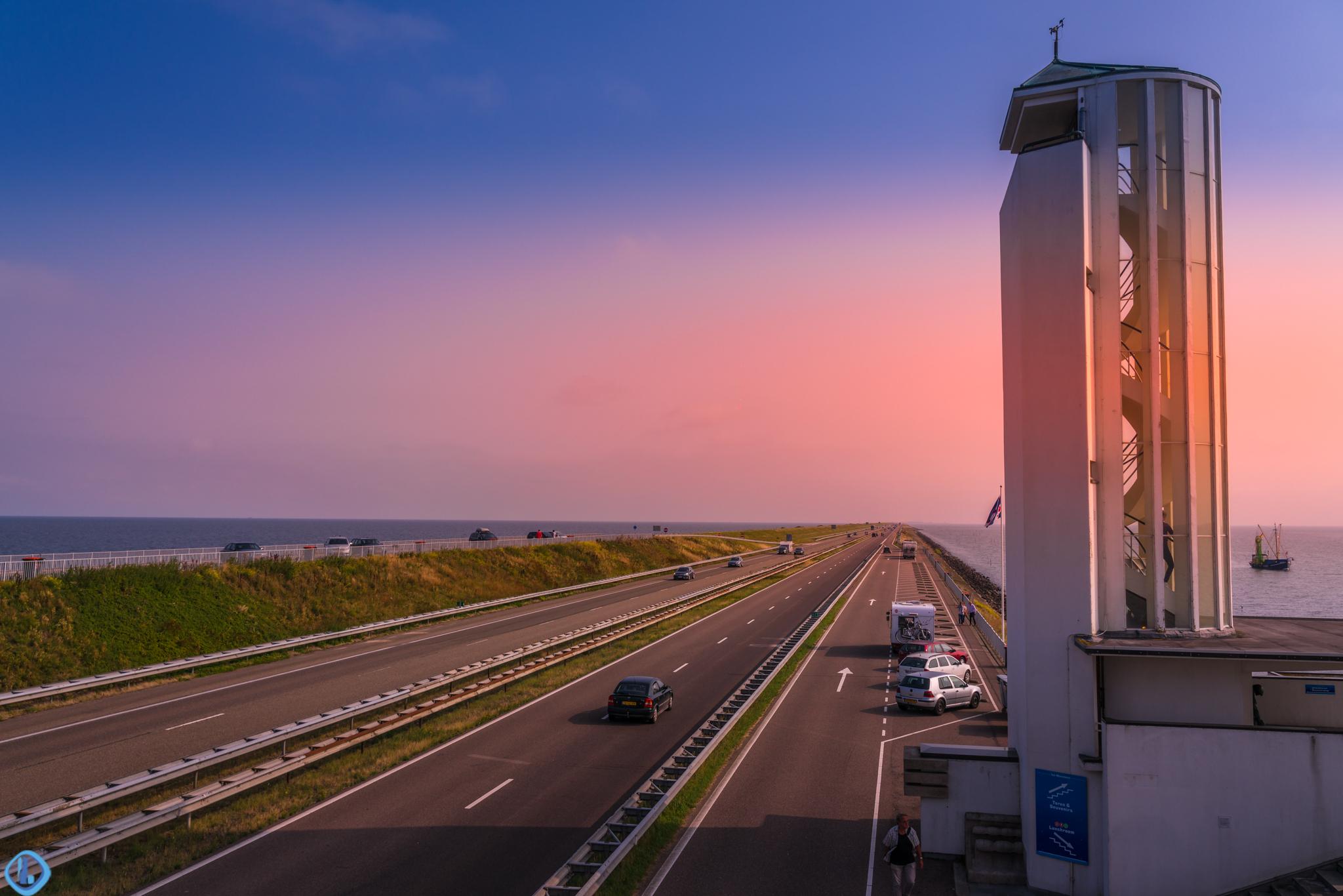 精卫填海,荷兰人造了一座世界上最长的防洪堤坝