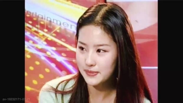 刘亦菲15岁旧照曝光 对着镜头抹眼泪惹人心疼 风格偶像 图4