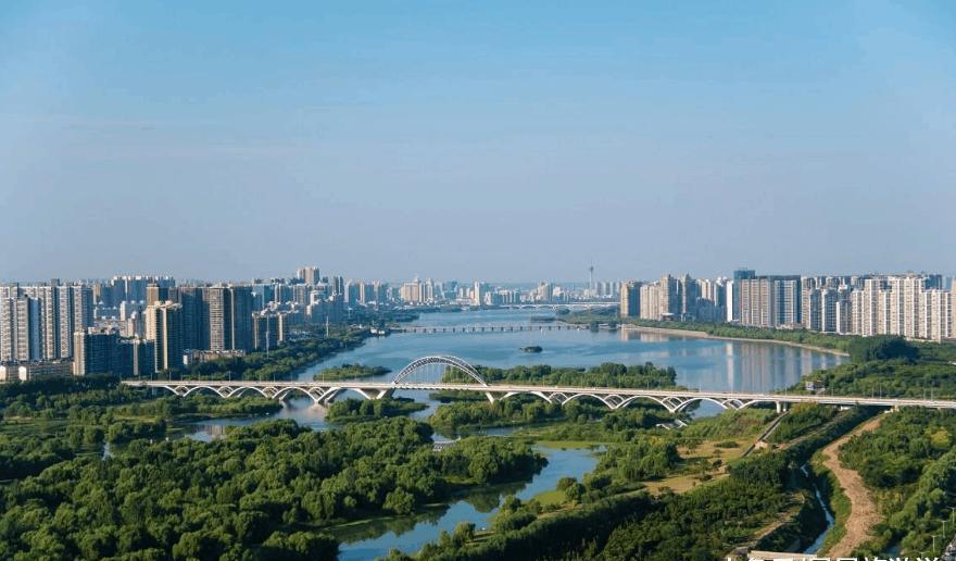 平顶山的尧山风景区是河南省内知名的旅游景点,与此同时,洛阳、三门峡和济源