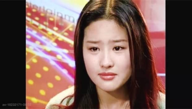 刘亦菲15岁旧照曝光 对着镜头抹眼泪惹人心疼 风格偶像 图5