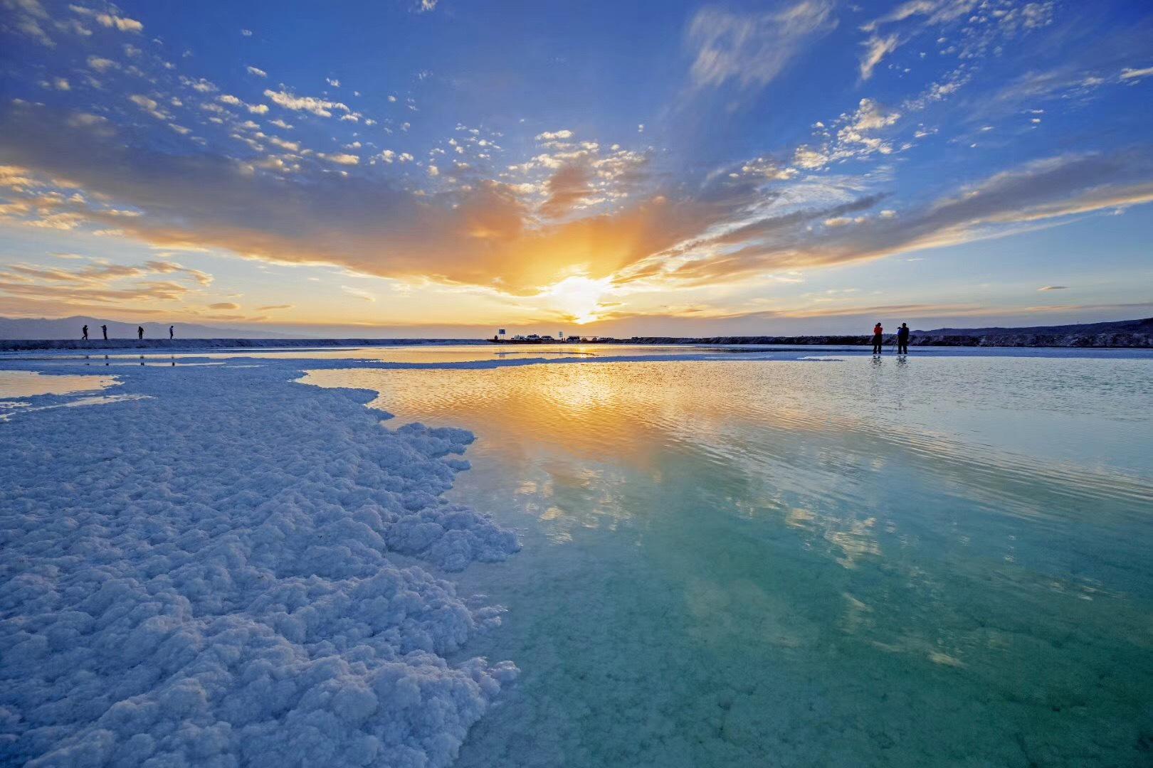 中国也有变色湖,色彩一日多变,美不胜收,游客极少且不收门票