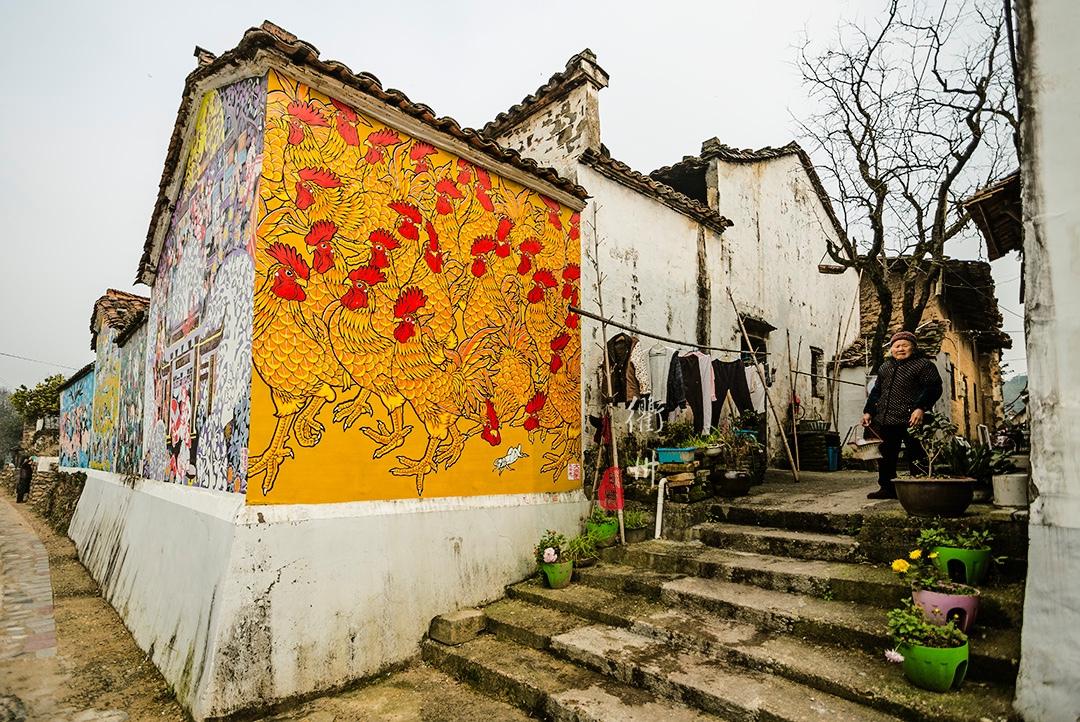 一个普通村子,竟然有半数村民是农民画家,年收入过百万