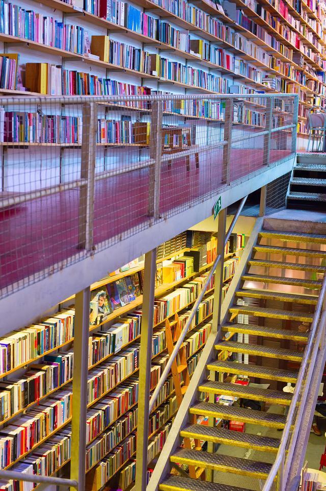 在银行、歌剧院、贡多拉改建的15家最美书店里阅读,做个文化人