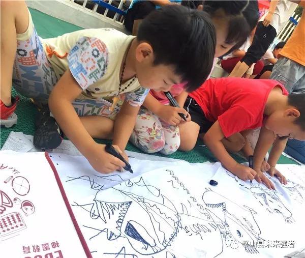 平山县未来强者幼儿园百米长卷美术公开课圆满成功