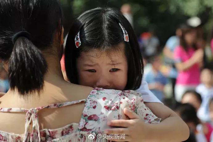 孩子在幼儿园里哭?多少人连哭的机会都没有|厦门户口代办-厦门户