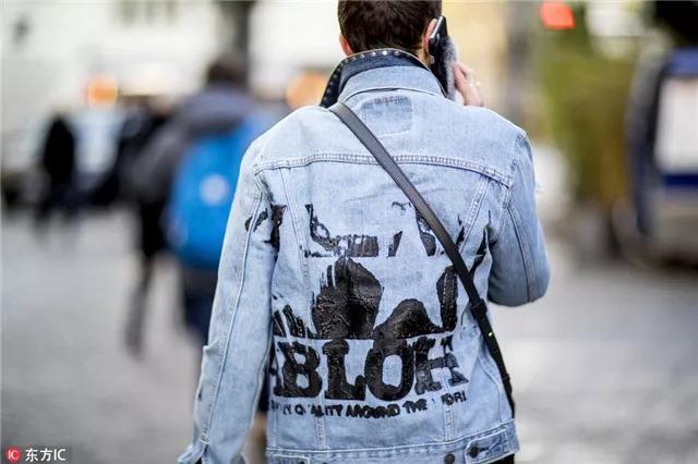 潮人們都喜歡後背耍「花招」 入秋就種草這幾款外套