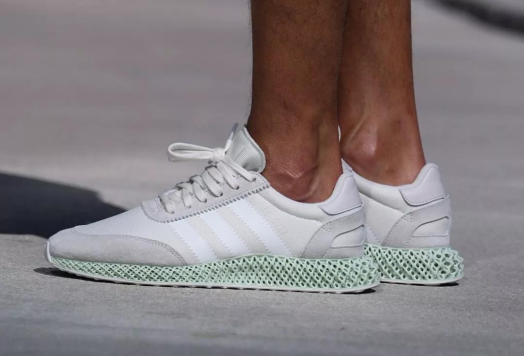 阿迪的4D跑鞋时代要来了,就是定价也太贵了