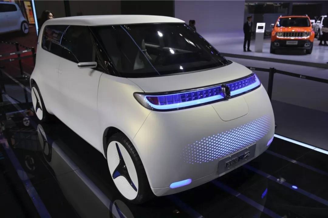 可爱复古的欧拉r1,定位于新一代电动小车,其设计风格时尚个性,俏皮图片