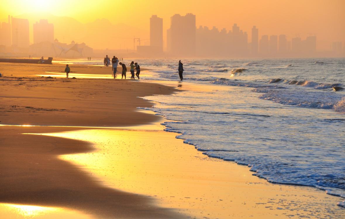 它是令人向往的宜居城市,滨海之城风光无限美