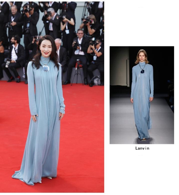 46岁小陶虹蓝裙亮相威尼斯电影节,没想到丸子头加小黑裙更逆天!